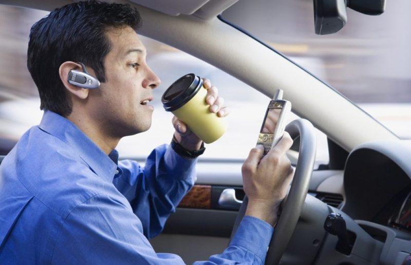 Maus Hábitos ao dirigir !